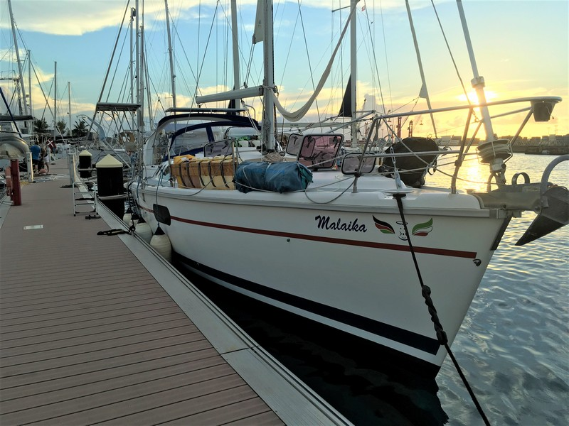 Hunter 410 for sale in Tahiti