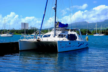 Maxim 380 catamaran for sale in Tahiti