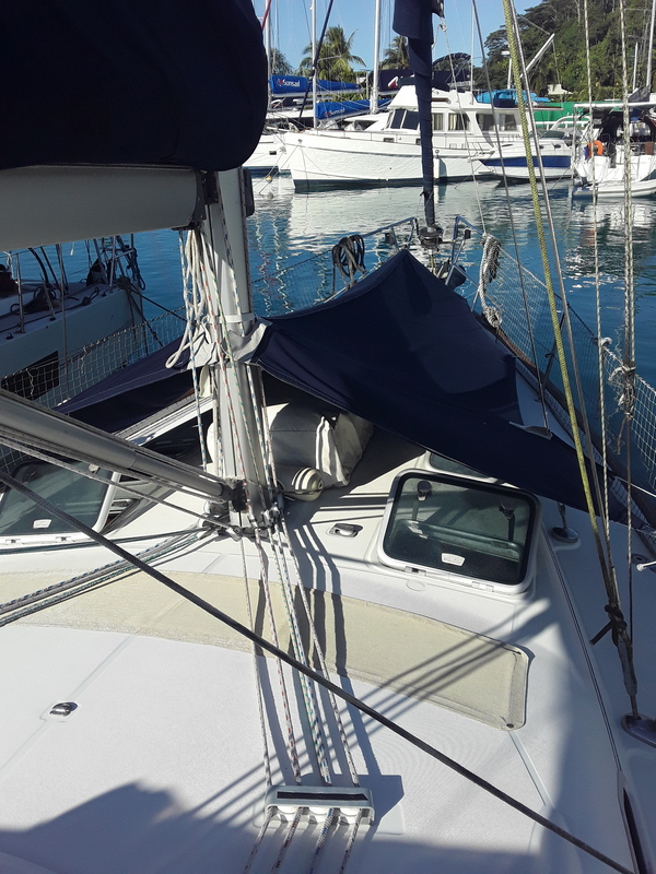 Beneteau Oceanis 423 for sale in Raiatea