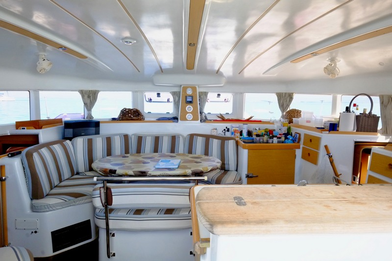 Lagoon 380 S2 Owners Version for sale in Tahiti