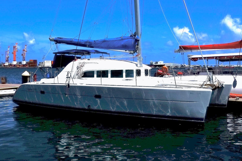 Lagoon 380 for sale in French Polynesia