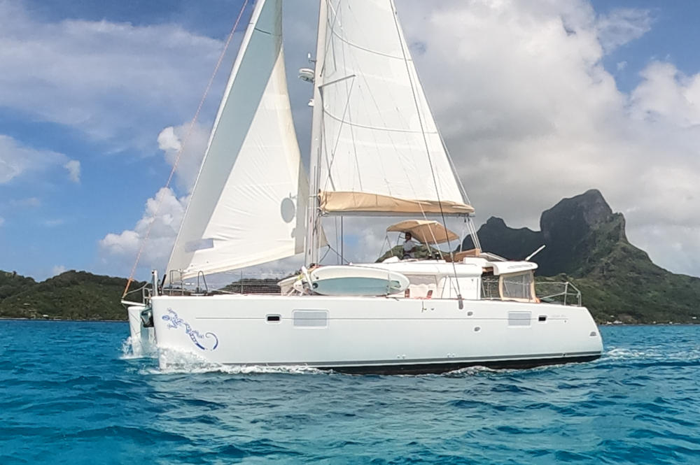 Lagoon 450 Flybridge catamaran for sale in Tahiti