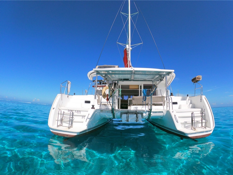 Lagoon 400 4 cabin version from 2016 for sale in Tahiti