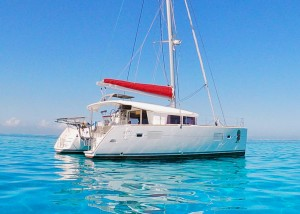 Lagoon 400 4-cabin version from 2016 for sale in Tahiti